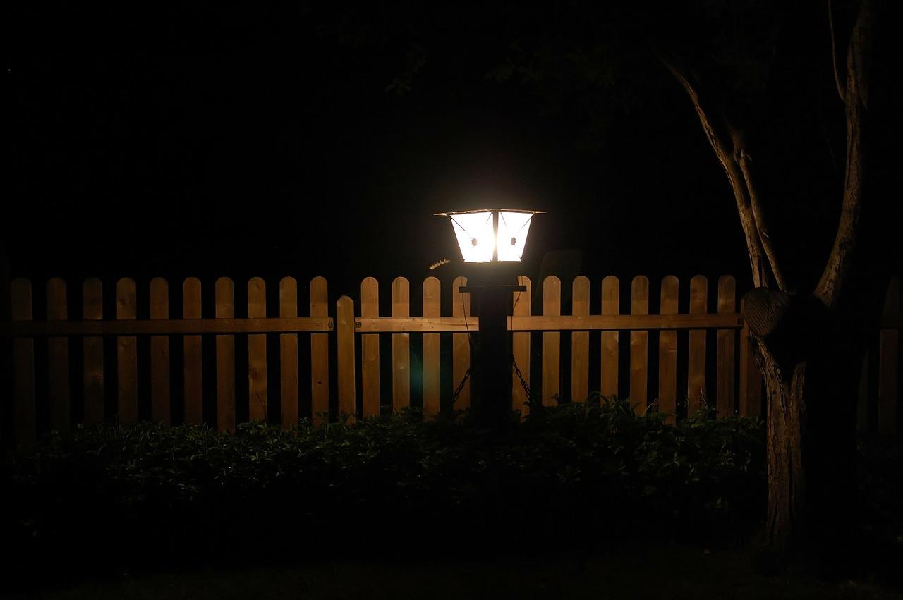 Lampy ogrodowe – Twój sposób na rozświetlenie posesji