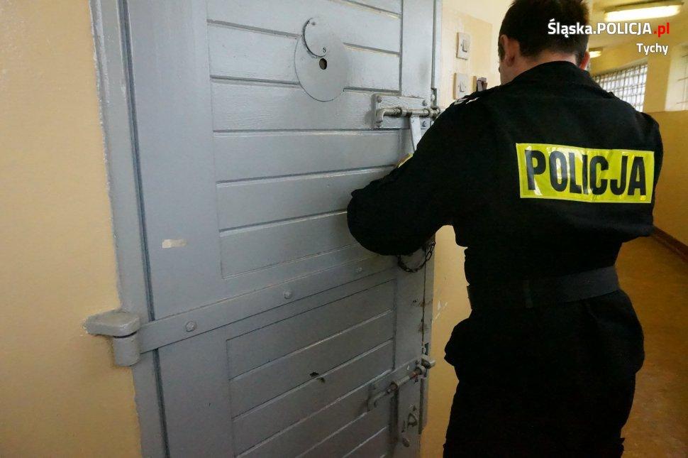 Czujne oko policjantów - rozpoznali poszukiwanego poza służbą