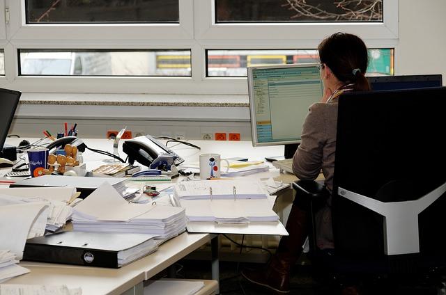 Ergonomiczne miejsce pracy w biurze