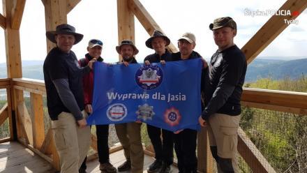 Tyscy policjanci przeszli dla Jasia już ponad połowę trasy