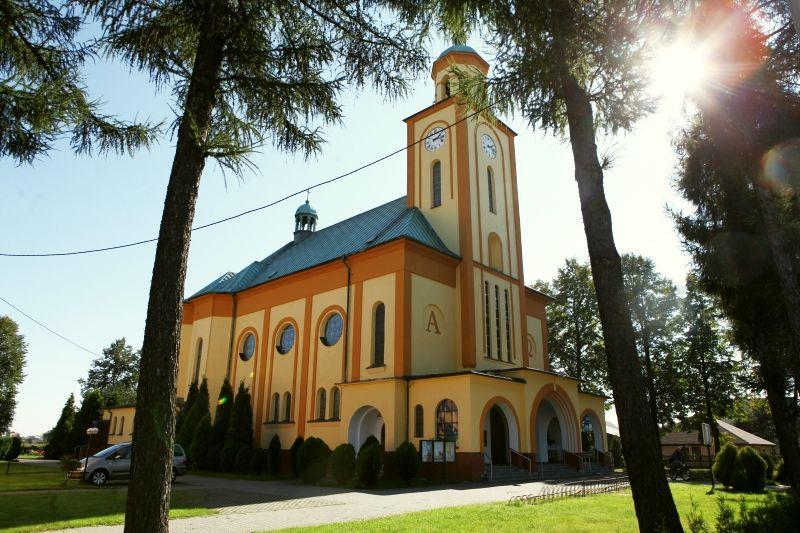 Parafia Urbanowice - Kościół pw. Matki Boskiej Pośredniczki Wszelkich Łask