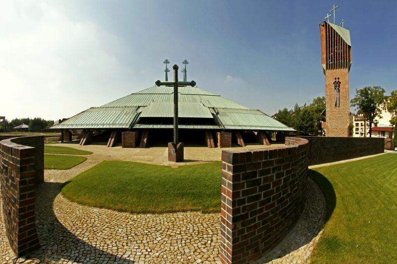 Parafia Żwaków - Kościół pw. Ducha Świętego